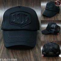 Embroidered cap DEUS black sponge mesh cap on the back side is SNAPBACK adjustable side. No.F1Ah15-0560